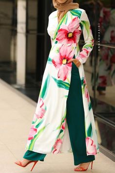 Trousers and top set. Beautiful pants' color matches the top florals' emerald green. Palazzo Betul Modest Set Source by sarahquest dresses muslim Modest Outfits Muslim, Modest Fashion Hijab, African Fashion Dresses, Muslim Fashion, Fashion Outfits, Modest Clothing, Apostolic Fashion, Modest Maxi Dress, Modest Wear