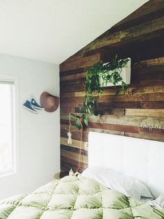 Love this pallet wall!