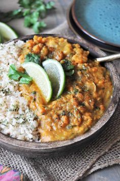 Swift Sweet Potato Coconut Curry from Blissful Basil - Veganosity Vegetarian Dinners, Vegetarian Recipes, Healthy Recipes, Lunch Recipes, Going Vegetarian, Vegetarian Options, Vegan Meals, Vegan Food, Dinner Recipes