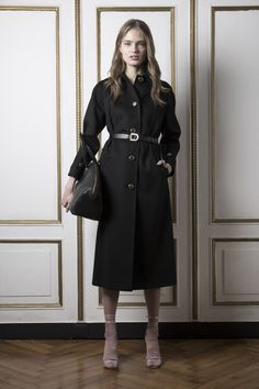 See the complete Francesco Scognamiglio Pre-Fall 2016 collection.