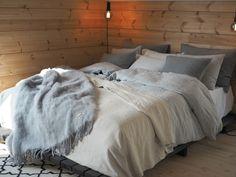 Mansikkatilan mailla: Honka Ink Lake Cottage, Comforters, Cabin, Blanket, Bedroom, Summer, House, Furniture, Home Decor