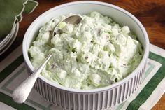 Watergate Salad can oz.) crushed pineapple in juice, undrained 1 pkg.) JELL-O Pistachio Flavor Instant Pudding 1 cup JET-PUFFED Miniature Marshmallows cup chopped PLANTERS Pecans cups thawed COOL WHIP Whipped Topping Kraft Foods, Kraft Recipes, Ww Recipes, Dessert Recipes, Cooking Recipes, Retro Recipes, Skinny Recipes, Jello Desserts, Fun Cooking