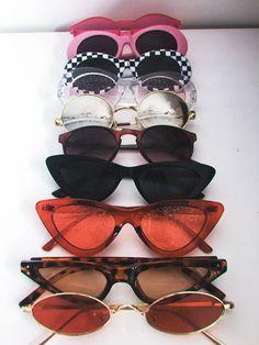 Óculos de sol retrôs coloridos vintage de blogueira, pequenos/mini estilo hipster super trend e hype! Curtiu? Temos uma seção especial com este tipo de óculos da linha exclusiva da Óculos Shop! Confira os modelos disponíveis no link! #óculosretrô #oculosretro #oculosvintage #oclinhos #oculoshipster #óculos #óculosmini #oculoscoloridos #óculosmini #óculospequeno #óculosdeblogueira #óculosfashion #óculosdamoda #óculostrend #óculostendência #óculoshype #óculosgatinho