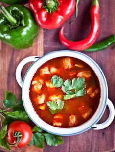 Rybí polévka halászlé National Dish, Chana Masala, Curry, Treats, Dishes, Menu, Ethnic Recipes, Food, Sweet Like Candy