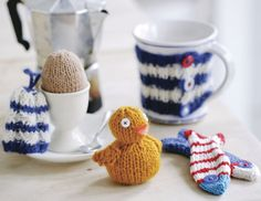 Free Easter knitting pattern: Knitted Easter chick