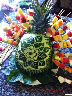 SPIEDINI DI FRUTTA FRESCA Appetizer Recipes, Appetizers, Buffet, Decoration Table, Fresh Fruit, Food Art, Pineapple, Healthy Recipes, Canning