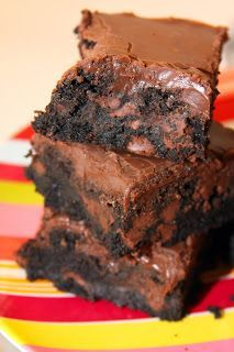 For the Love of Food: Double Fudge Brownies and a Joanne Fluke book giveaway! Double Fudge Brownie Recipe, Chocolate Fudge Brownies, No Bake Brownies, Brownie Recipes, Cake Recipes, Dessert Recipes, Moist Brownies, Chocolate Icing, Dessert Bars