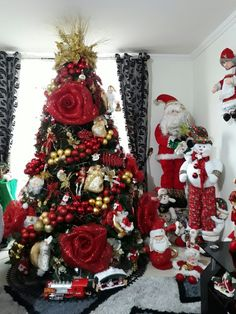 Here are 100 best Christmas Trees ideas. These Christmas Trees decor ideas & inspirations will help you in your Christmas decorations & Christmas tree decor Creative Christmas Trees, Cute Christmas Tree, Beautiful Christmas Trees, Christmas Tree Themes, Christmas Home, White Christmas, Champagne Christmas Tree, Silver Christmas Decorations, Ideas Bonitas