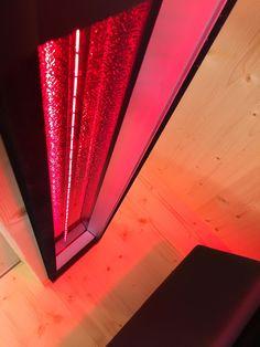 Rotlichtstrahler IPX4 für die Sauna und Infrarotkabine. Rotlichtstrahler sind eine Weiterentwicklung der altbewährten Rotlichtlampe und sorgen für angenehme Tiefenwärme.   By Gurtner Wellness GmbH