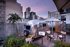 The Grand Daddy Boutique Hotel in Cape Town boasts a quirky rooftop trailer park with seven authentic Airstream trailers imported from the USA. Cape Town Hotels, Table Mountain, Unique Hotels, Travel News, Lodges, A Boutique, Rooftop, Safari, Daddy