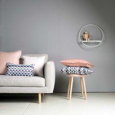 Sohva, hylly, sisustustyyny