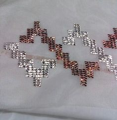 This Pin was discovered by Nur Embroidery Patterns Free, Embroidery Stitches, Cross Stitch Patterns, Tambour Embroidery, Hand Embroidery, Gold Work, Costume Shop, Weaving Patterns, Beading Projects