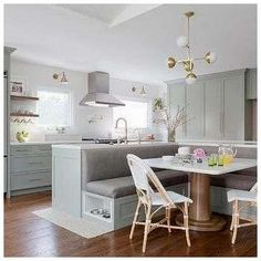 Find Cool L-Shaped Kitchen Design for Your Home Now! : Find more ideas: Narrow L-shaped Kitchen Large L-shaped Kitchen Ideas L-shaped Kitchen With Pantry L-shaped Kitchen Floor Plans L-shaped Galley Kitchen Design Kitchen Booths, Kitchen Nook, New Kitchen, Wooden Kitchen, Kitchen Decor, Small Dining, Kitchen Cabinets, Small Kitchen Diner, Shaker Cabinets