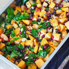 Søtpotetsalat med feta og granateple - Sukkerfri Hverdag Feta, I Love Food, Tapas, Food And Drink, Vegetarian, Favorite Recipes, Lunch, Healthy Recipes, Healthy Food