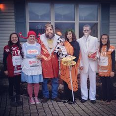 Fast food Halloween costume- group costume Source by Related posts: 70 Family and Group Halloween Costume to smash your squad ghoul's goals Golden Girls … Funny Group Halloween Costumes, Zombie Couple Costume, Food Costumes, Homemade Halloween Costumes, Last Minute Halloween Costumes, Cute Costumes, Halloween Ideas, Zombie Costumes, Halloween Couples