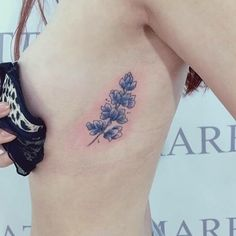 #flower #꽃 #꽃타투 #blue #illust #tattoo #design #wonseok #tattooist #tattooer #tattoos #drawing #pen #korea #daily #illustration #sketch #서울타투 #타투도안 #도안 #그림 #대학로 #타투이스트원석 #원석 #일러스트 #스케치 #펜 #혜화역 #성신여대