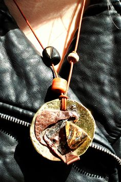 """Collier artisanal et moderniste opale boulder """" L émouvante révélation """" : Collier par de-l-opale-aux-etoiles"""