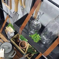 Velkommen indenfor i et Juliana City Greenhouse 💚  Hvad vil du bruge det fine 'bydrivhus' til? 😍  #mitjuliana #drivhusliv #drivhusglæder #haven #julianadrivhuse #julianadrivhus #drivhus #mitdrivhus #JulianaCityGreenhouse #JulianaUrban Bruges, Bath Caddy, Table Decorations, Inspiration, Furniture, Instagram, Ideas, Home Decor, Biblical Inspiration