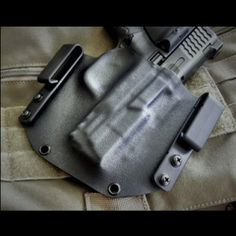 The Armatus Concealed Rapid Deployment holster is our most versatile concealed-carry rig.  The CRD sports an ultra-thin pancake design made up of two pieces of Kydex - ideal for OWB or IWB concealed-carry.  The draw speed, modularity, and ease of re-holstering make it perfect for tactical professionals, armed citizens and competition shooters, where fractions of a second count.  The CRD holster is fully convertible from an on the belt (OWB) holster to an inside the waistband (IWB) holster…