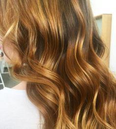 • C O P P E R •  Shiny and healthy hair is my favourite ☺️🙌 #edwardsandco #missyveyret #copperhair #shinyhair #rosegold #longhair #highlights #favourite #naturalhair #olaplex #sydneyhairdresser #ilovemyhair #hairofinstagram #blondehair #clientselfie #haircolour #hairinspo #hairenvy #picoftheday #hair #maneenvy #haircrush #hairgoals #ombrelove #ohhellohair #ouai2go #styleartists #hair_videos