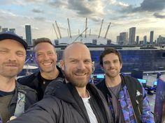 Chris Martin Coldplay, Just Amazing, Edm, Guys, Selfies, Appreciation, Wattpad, Artists, Star