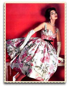 La top model Simone D Aillencourt pose en robe Pierre Balmain pour le  magazine l · Année 50 ModeRetro ... 20ced770c5b