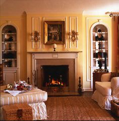 View famous interior designs including tips, tricks and ideas in Timothy Corrigan's interior design photo gallery. French Interior Design, Interior Design Photos, English House, English Style, Traditional Fireplace, Mellow Yellow, Decoration, Room Inspiration, Interior And Exterior
