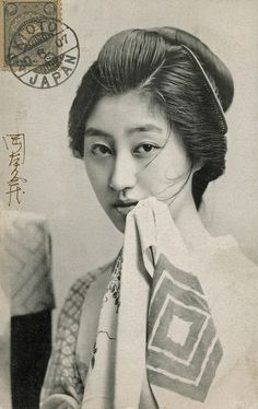 """Geigi (geisha) Umekō of the Shinbashi geisha district in Tokyo. This postcard is signed by the photographer, Kyuzo Okamoto, and postmarked An image from the same photoshoot appeared in """"Geisha of Tokyo"""" by K. Ogawa, first published in Japanese Geisha, Japanese Beauty, Vintage Japanese, Japanese Kimono, Japanese Photography, Old Photography, Vintage Photographs, Vintage Photos, Vintage Portrait"""