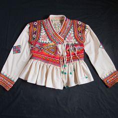 Rabari Jacket with Colourful Folk Art Embroidery. Ethnic Fashion, Indian Fashion, Boho Fashion, Fashion Outfits, Fashion Design, Dandiya Dress, Costume Ethnique, Navratri Dress, Mode Kimono