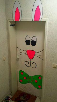 My own easter bunny door decoration ;)   meine erste eigene Bunny-Tür, Ostern Osterhase Deko gemacht aus Papiertischdecke, Pappkarton, edding und Posterstrips   Classroom door                                                                                                                                                     Mehr