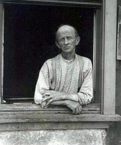 August Sander - Shoemaker, 1913. S)
