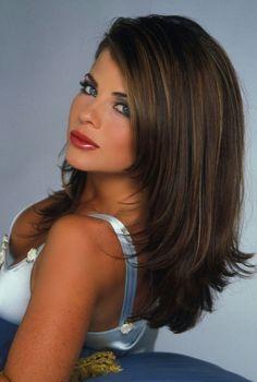 Pamatuje si někdo Yasmine Bleeth z Baywatch? Brunette Beauty, Brunette Girl, Hair Beauty, Yasmine Bleeth, New York City, Amanda, 90s Hairstyles, Pretty Hairstyles, Thing 1