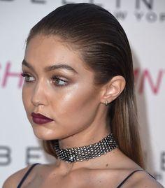 Les plus belles coiffures de Gigi Hadid : les cheveux plaquées en arrière