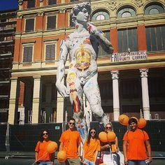 Quando Carrara si veste di arancione | Flickr – Condivisione di foto! Carrara, Painting, Painting Art, Paintings, Paint, Draw