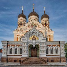 Beautiful evening in Tallinn  #jeffsetter #tallinn #estonia #churches #magichour #photooftheweek #digitalnomad #oldtowntallinn
