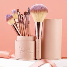 Beauty Make Up, Beauty Care, Beauty Skin, Eye Makeup Brushes, Makeup Brush Holders, Beauty Essentials, Smell Good, Eyeshadow, Tool Set
