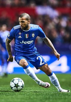 Daniel Alves of Juventus in action during the UEFA Champions League match between Sevilla FC and Juventus at Estadio Ramon Sanchez Pizjuan on November 22, 2016 in Seville, Spain.