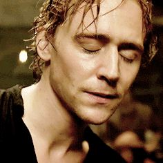 I could watch this all day! Thomas William Hiddleston, Tom Hiddleston Loki, Henri V, The Hollow Crown, My Tom, British Men, Attractive Men, Tony Stark, Chris Hemsworth