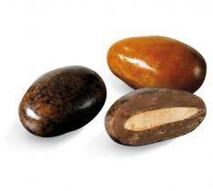 Dragées Médicis : Une amande grillée enrobé de chocolat capucino pur ARABICA  http://www.drageeparadise.fr/dragees-_25_dragees-nouvelles-saveurs-medicis_dragee-tipika-medicis__011_1.html