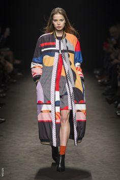 Byblos at Milan Fashion Week Fall 2017 - Runway Photos Fashion News, Fashion Show, Milan Fashion, Plain White T Shirt, Blazers, Autumn Fashion, Kimono Top, Menswear, Street Style