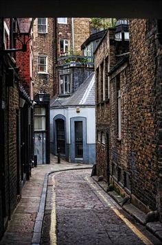 The historical neighborhood of Fitzrovia in London. Check out Londons top 10 historical walks at TheCultureTrip.com. Click on the image to explore them. (Image via walks.com)