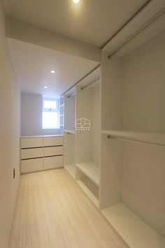 [프렌치 모던 느낌의 아파트 인테리어 37py]: 홍예디자인의  드레스 룸 Walk In Closet Design, Closet Designs, House Layout Plans, House Layouts, Small Apartment Design, Small Apartments, Small Room Bedroom, Closet Bedroom, Wardrobe Room
