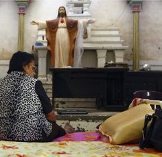 The Catholic Review > Home > Pope calls for prayers as militants chase all Christians out of Mosul