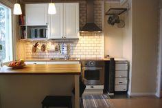 Viemärit, vesipumppu 2010, sähköt uusittu koko taloon 2011-2012, kellarin sähkökaappi uusittu 2012, maalämpö, vanha öljysäiliö poistettu 2013., vesikatot: katto maalattu 2013,, julkisivu, ikkunat ym: talon julkisivu maalattu 2012-2013,, kosteat tilat: sauna/pesuhuone remontoitu täysin (kosteuseristys tehty)2010,, muuta: ulkorakennus korjattu 2013, keskikerros purettu kauttaaltaan rungolle asti. Kaikki lattiat vaihdettu uusiin, puuliesi asenn. keittiöön, piippu tasoitettu ja maalattu.