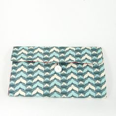 Learn to make this simple baby changing mat which is also a clutch to carry diapers - Full tutorial