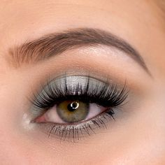 Pastel eye make up - Pastel shimmer eye make up look in cool tones. Perfect for cool makeup looks. I combined a pastel g - Jeffree Star, Make Up Palette, Highlighter Makeup, Eyeshadow Makeup, Makeup Brands, Best Makeup Products, Beauty Products, Shane Dawson, Covergirl Makeup