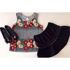 . OUTONO/INVERNO 2016 . O charme das #flores combinado com o #xadrez . Muito charme e frescor  #ootd #trend #chique #look #lookgirl #lookdodia #conjunto #teens #encanto #miniblogger #lançamento #animalprint #elegance #xadrez #tendência #coleção #instagirl #instamoda #likes #meninas #like #fashiongirl #laços #acessórios #fashion #flores . Todas as novidades via SNAPCHAT: mashmalow_gyn .  Conjunto: 8 a 12 anos Melissa: 26 ao 32  . WHATSAPP (62) 9136-6235 TELEGRAM (62) 9136-6235 TELEFONE (62)…