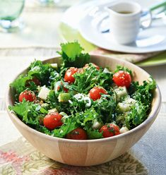 Pear, endive, rocket and cherry tomato salad - www. Cherry Tomato Salad, Cherry Tomatoes, Easy Salads, Low Calorie Recipes, Greek Recipes, Caprese Salad, Potato Salad, Serving Bowls, Pear