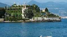 Les jardins luxuriants et colorés d'Isola Bella sont baignés par le lac Majeur, le plus romantique des Alpes.