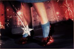 Les chaussures glitter… http://www.vogue.fr/beaute/exclu-vogue/diaporama/le-moodboard-d-andrea-fulerton/18593/image/997547#!les-chaussures-glitter